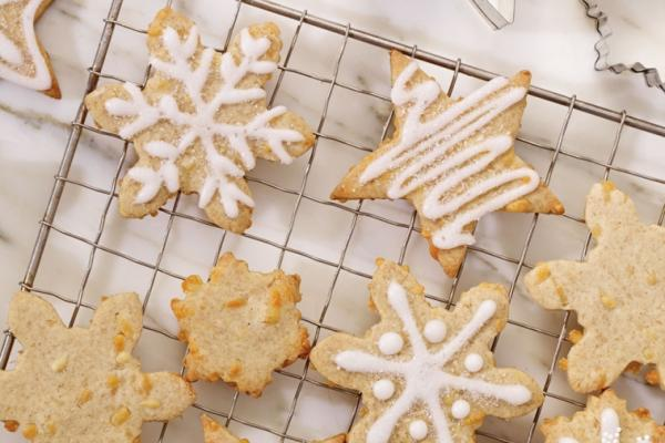gingerbread snowflakes with perron 1 year cheddar